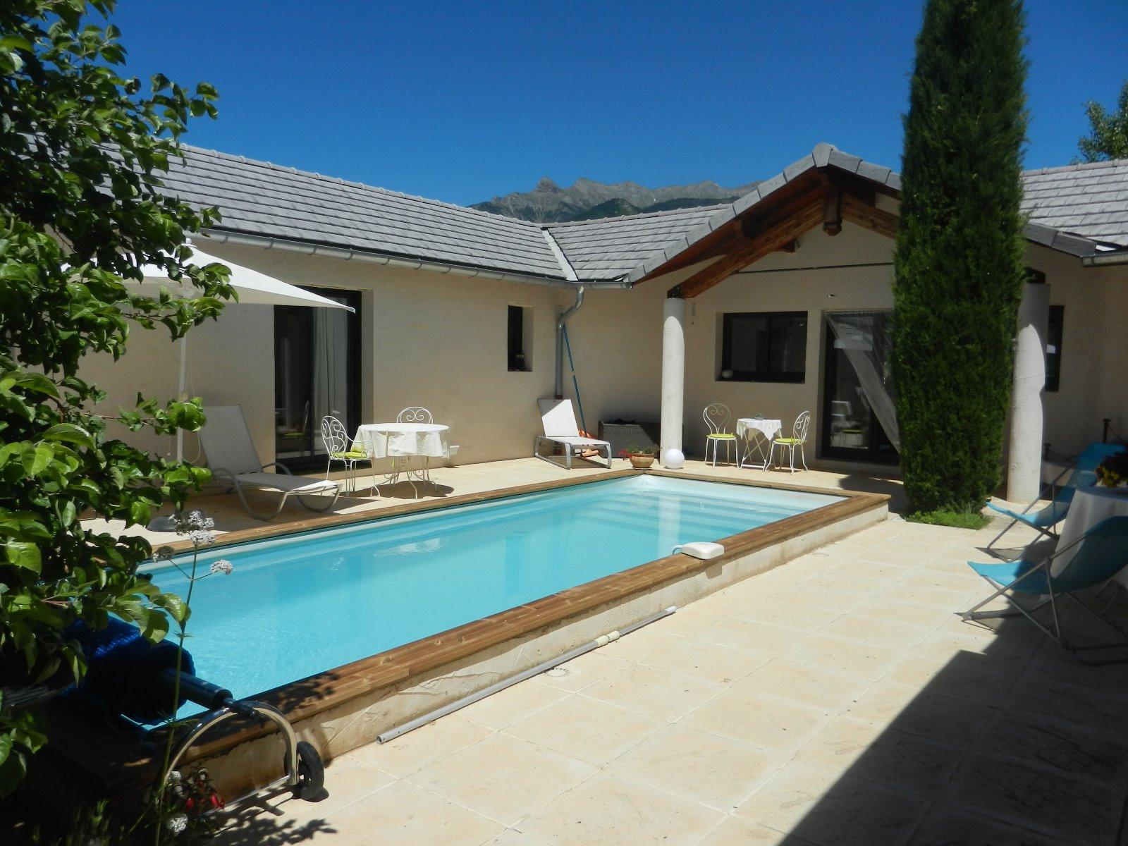 Maison neuve avec piscine awesome de nouvelle maison for Maison neuve avec terrain